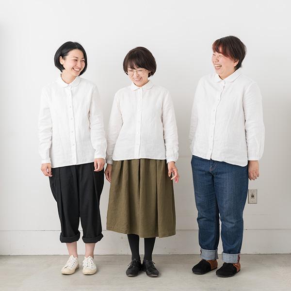 Attaの服を着たモデル